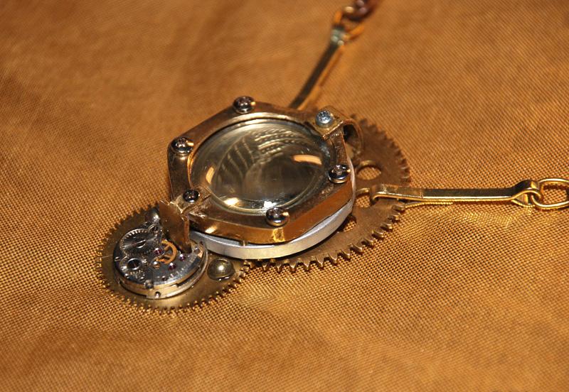 Кулон Иллюминатор с противовесом. Steampunk. Ручная работа.