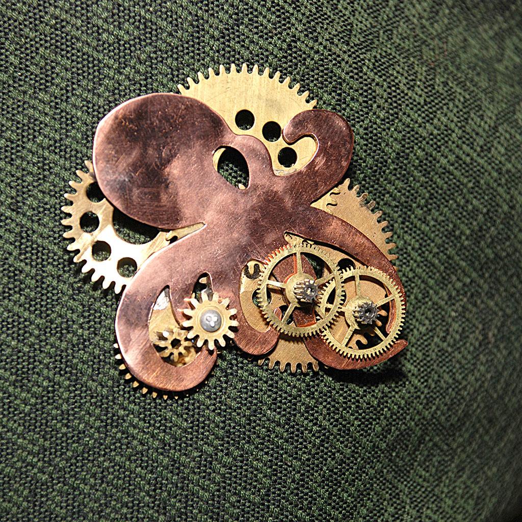 Октопод. Steampunk-брошь.